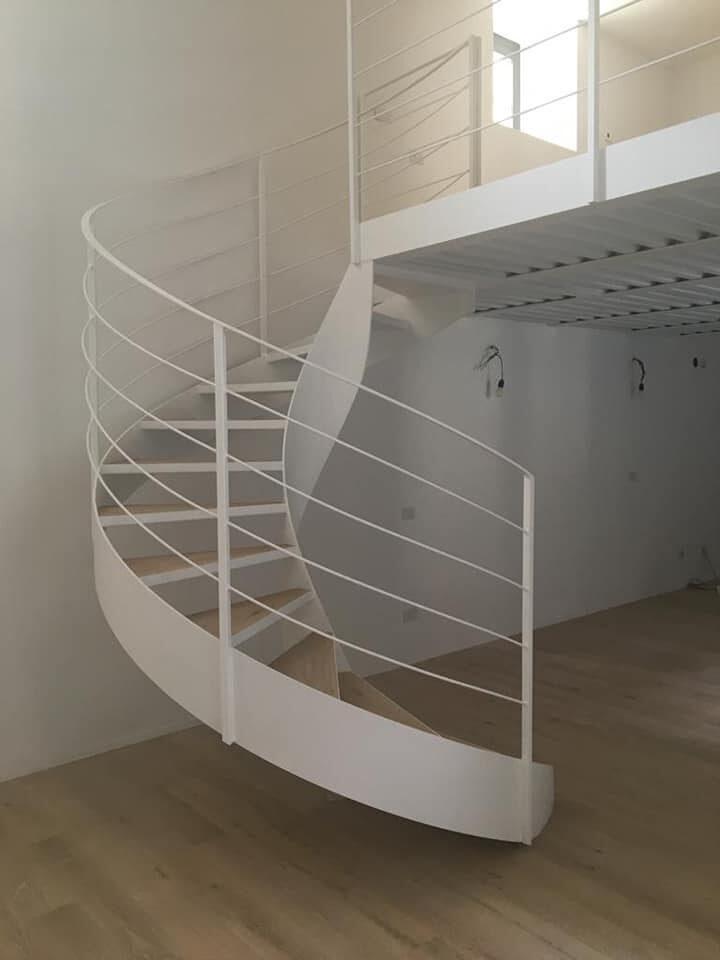 Scala e struttura soppalco abitazione privata